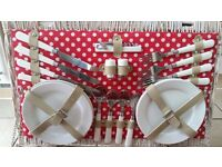 Picnic Basket for 4 people unwanted gift