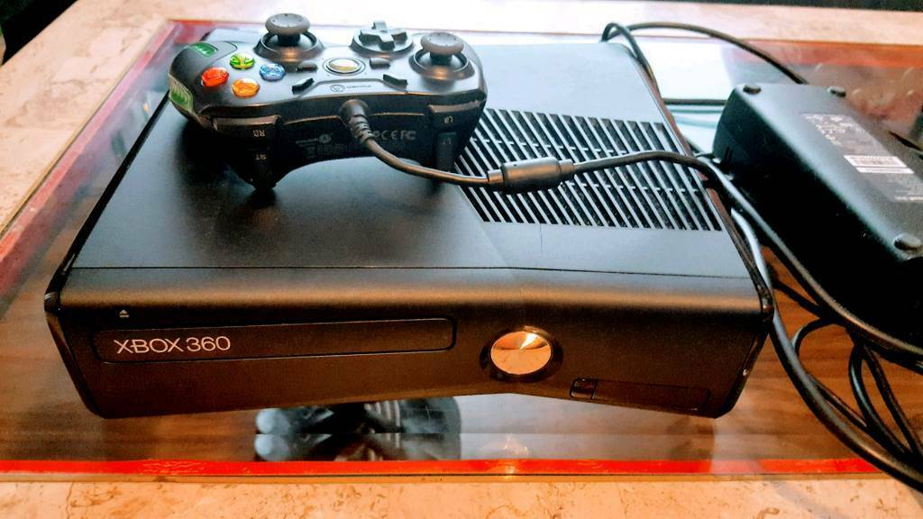 XBOX 360 WITH 20 GAMES & 1 CONTROLLER