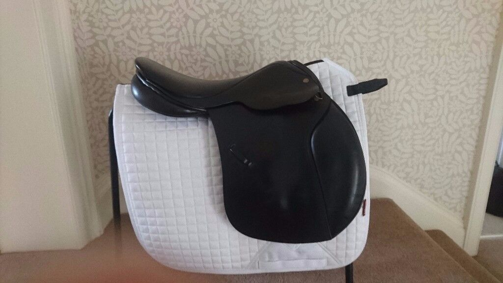 Cliff Barnsby 16 inch pony club saddle GP/Jumping/Games - good condition