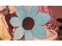 Blooming baby flower bath support