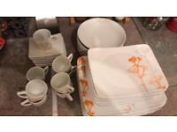 Full tableware for 8, very good condition.