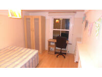 A LARGE THREE DOUBLE BED APARTMENT NEAR BRIXTON STATION - (SW2) !