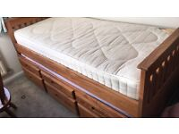 Pine single trundle bed