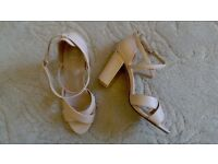 Stunning new gold edged ladies block heel shoes - size 6. Nude colour.