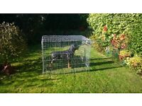 extra large dog cage,suit large breed,no tray but flat board does,other than that,perfect.