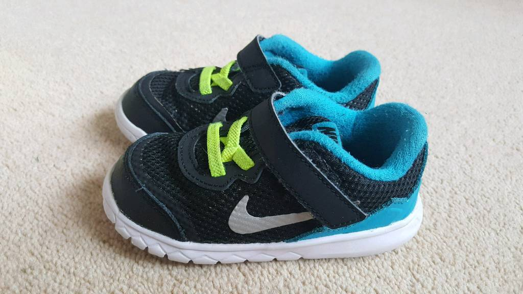 Size 7.5 Nike trainers