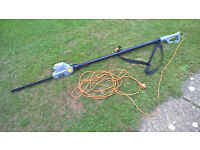 Titan Long Reach Hedge Trimmer 45cm blade, 400W, Extendable Pole 2.6 metres