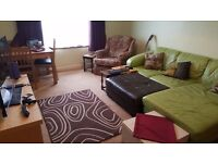 ROOM TO LET IN SHARED 2 BEDROOM FLAT