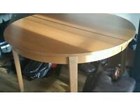 Extendable dining table (free)