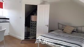 Self contained studio for short term let - Suitable for Professional or Contractor