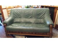 Leater and Oak Three Seat Sofa Gorgeous Sofa Fantastc Condition in Green Leather and Oak