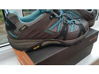 Merrell walking shoes_Womens