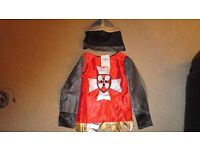 CHILDS KNIGHT COSTUME FOR HALLOWEEN/FANCY DRESS - 5-7 YEARS