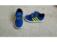 Adidas toddler size 6 trainers