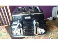 Black and chrome De Longhi 4 slice toaster CTZ4003.BK