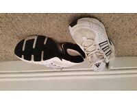 Adidas Torsion trainers (Mens size 7)