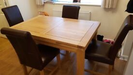 Solid oak extending dinning table. H78cm x W90cm x L140cm (extends to L220cm)