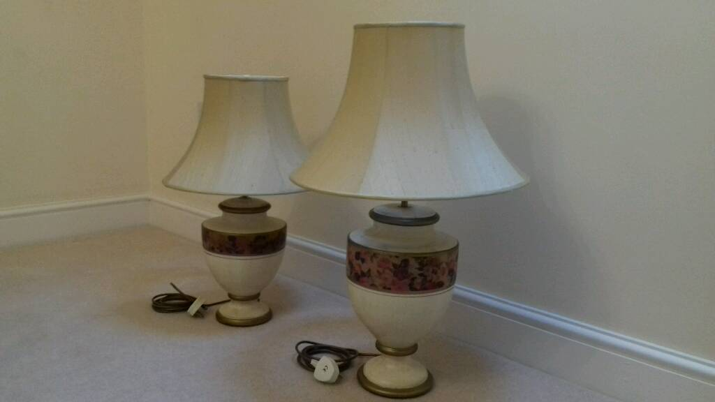 His & Hers peroid style table lamps