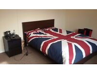 LARGE DOUBLE ROOM TO RENT IN WESTBURY FROM AUGUST