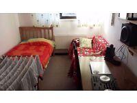 Good Size Single Room for 3 weeks let ( Bills Inc.)