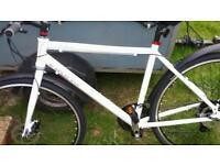 21 ins viking hybrid bike