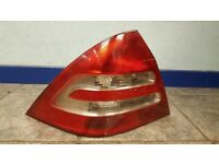 MERCEDES C CLASS W203 C220 CDI TAIL LIGHT LEFT SALOON SILVER 744 COMPLETE