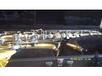 "THE AMERICAN "" SELMER / BEUSCHER "" COMPANIE'S TENOR SAXOPHONE OUTFIT AS NEW in GOLD LAQ;"