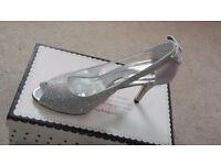 Exquisite Lady's Shoes Size 6: