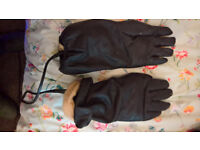 Windak, Electrically Heated black leather gloves 1940's