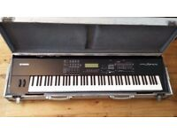 Yamaha S90ES synth + flight-case - Used in very good condition