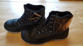 Gore-tex mens safety boots size 9