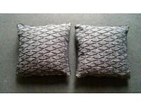 Two median cushion and covers