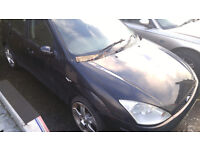 Breaking 2 x ford focus, black and blue colours, ghia 5dr ,call 07590550560 or 07904595916