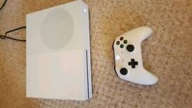 Xbox one s 1tb white immaculate as new with everything