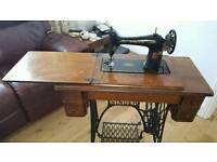 Singer sewing machine 1910 with extras