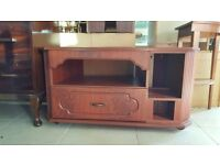 Beautiful Mahogany TV/ Unit With Rotating Inset In Excellent Condition
