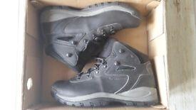 Men's UK Size 10 Columbia Walking Hiking Boots - Brand New