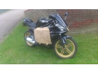 Yzfr 125 black and gold 2010