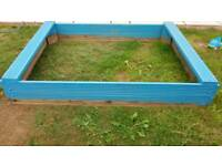 Large sandpit with seats. very good condition