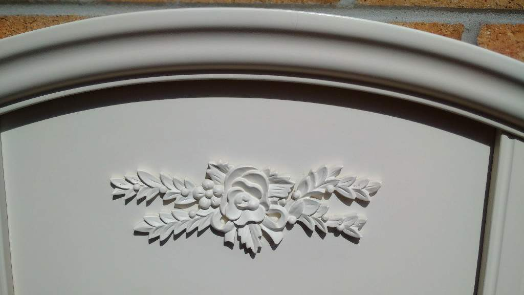 HEADBOARD BEAUTIFULin East Kilbride, GlasgowGumtree - Headboard for king size bed. Beautiful. Off white. Can be painted any colour to suit your decor. Make it shabby chic