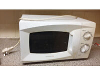 Daewoo Microwave oven not very old full working just needs a clean up