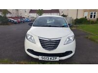 White Chrysler Ypsilon 1.2 S 5dr