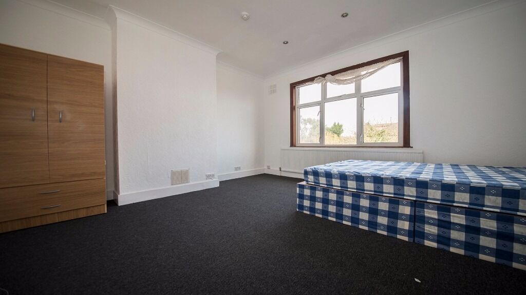 DOUBLE ROOM TO RENT IN HOUSE SHARE ENFIELD, INC ALL BILLS, FURNISHED, PARKING, GARDEN, WALTHAM CROSS