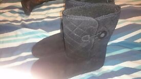 Womens size 7 boots never worn