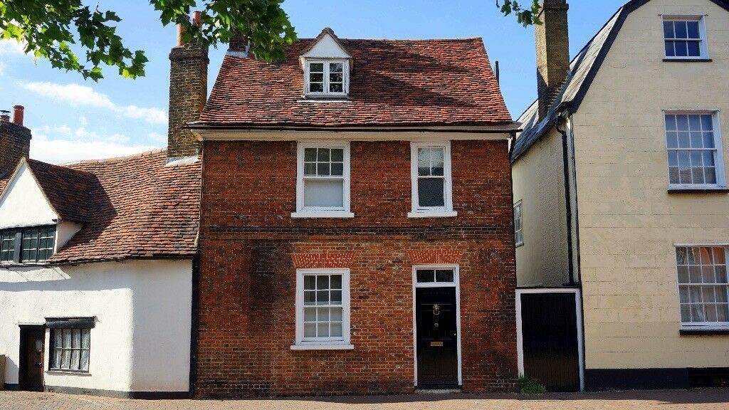 Attention Landlords ! 3 Bed House + Needed