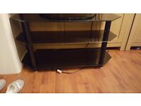 black glass tv stand 100cn long in very good condition