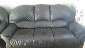 large black leather sofa+2 armchairs