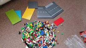 Bundle of base plates and building blocks