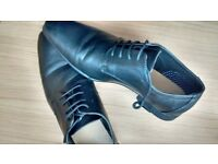 Men's size 9 black shoes used once