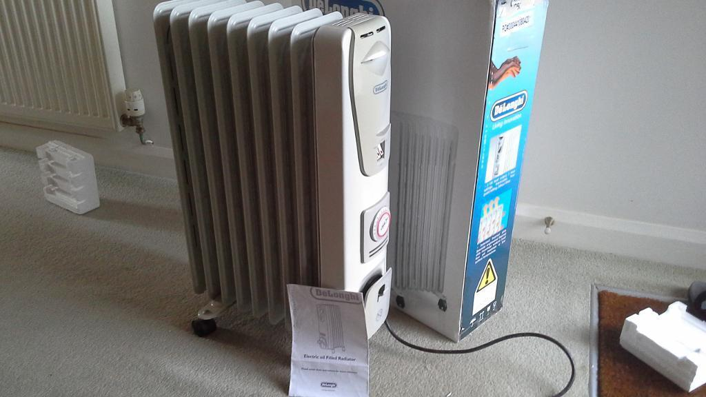 Oil filled DeLonghi 2Kw elec radiator, thermostat, 24hr timer, 3 heats+frost guard excellent cond.
